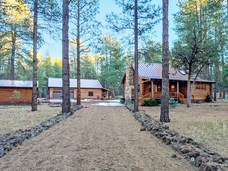2fam.Cabins,3Acres,Sleeps11,Williams,Gr.Canyon,Sedona,Bearizona,fish,hike,relax!, location de vacances à Williams