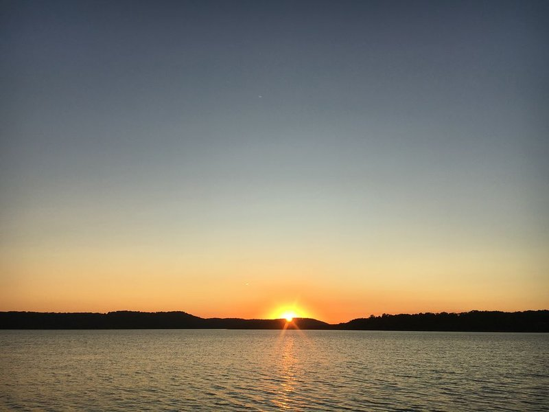 Great Lakefront Condo at Emerald Bay, Table Rock Lake, Just Steps from the Lake!, casa vacanza a Hollister