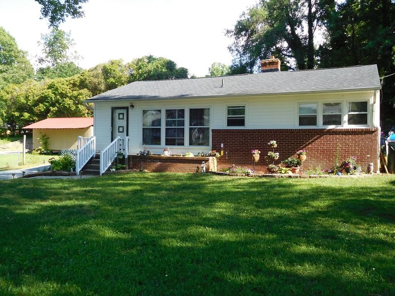Cozy home away from home, holiday rental in Mebane