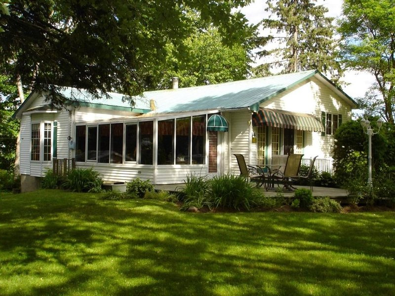Charming country house in a warm laurentian village, vacation rental in Lac-des-Plages