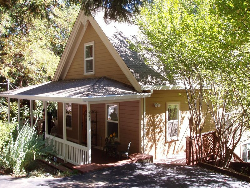 Private Master Bedroom and Bath Suite With Private Deck in Downtown Nevada City, vacation rental in Penn Valley