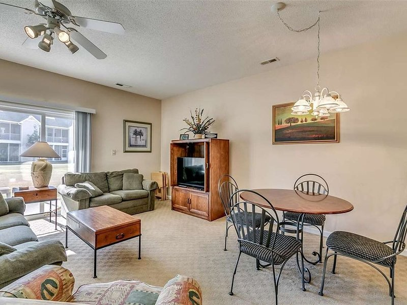 Easy and Serene Condo. Away from hustle and bustle yet close to beach., vacation rental in Little River