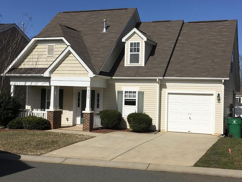 Cute and spacious single family home, pet friendly, vacation rental in Matthews