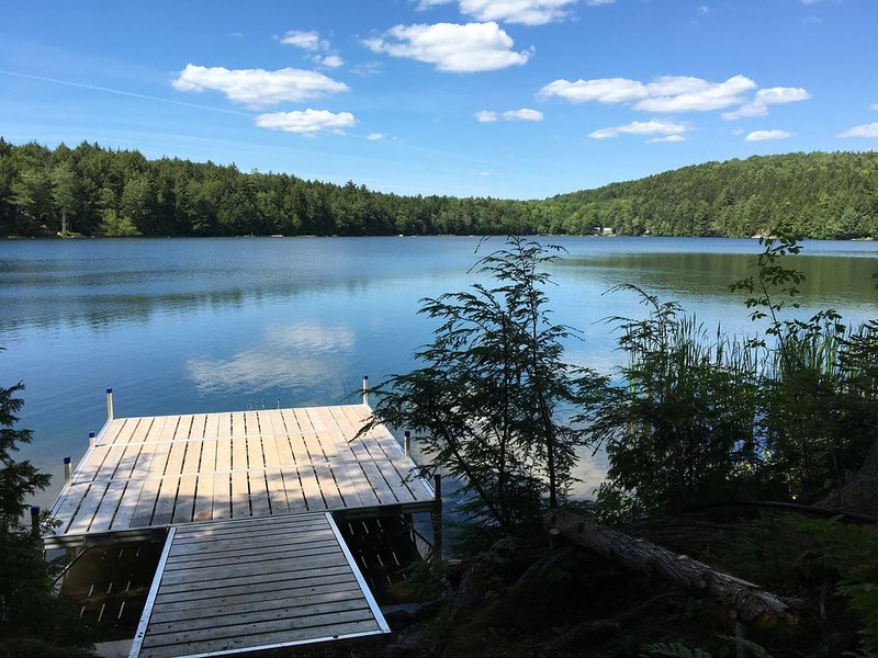 Serene Lakefront Cabin on Beautiful Spring Fed Pond - Close to Acadia and MDI, location de vacances à Bradley