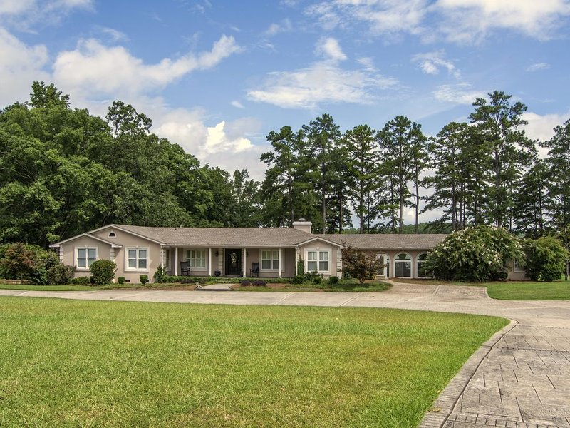 Beautiful Large Lakefront House on ClarkHill/Strom Thurmond Lake on, casa vacanza a Lincolnton