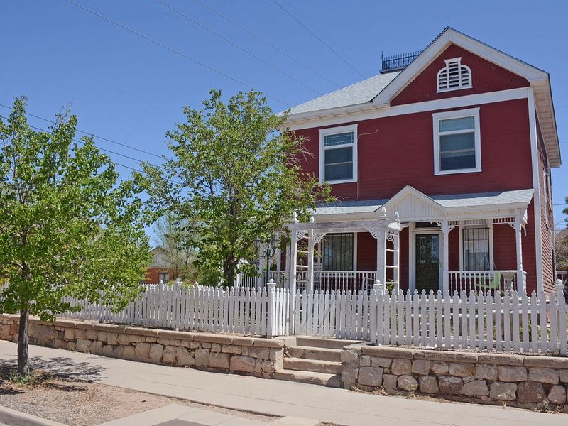 NEW Price Drop! One of the Truely Gorgeous Victorians in Albuquerque., holiday rental in Albuquerque