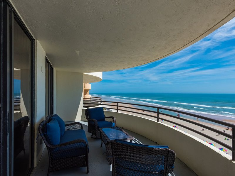 Gorgeous direct oceanfront, 2b/2ba condo with expansive balcony and great views, holiday rental in Daytona Beach Shores