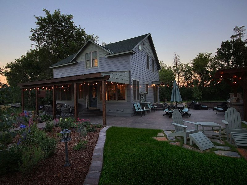 Town and Country Trailside Farmhouse, Leech Lake, vacation rental in Walker