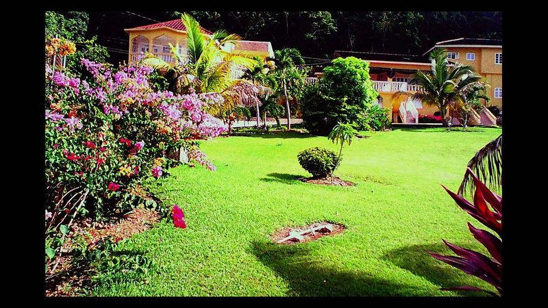 Amenities Include: Cook, Housekeeper, Ocean View, Pool, Jacuzzi & Airport Ride*, alquiler vacacional en Boscobel