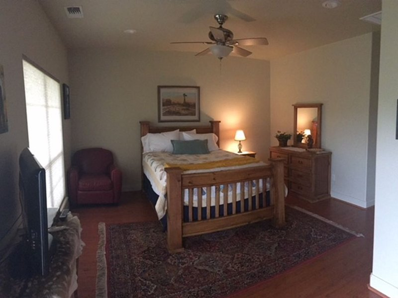 Your own beautiful, private, country suite on the edge of town., location de vacances à Abilene