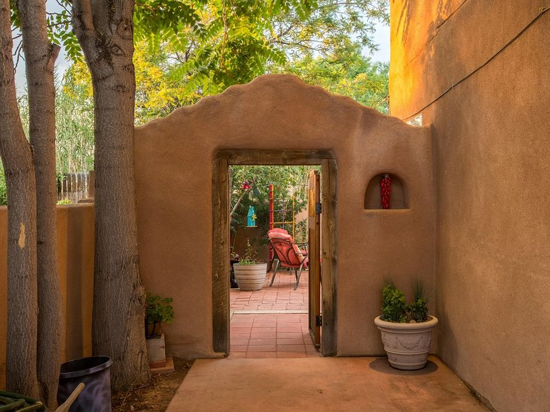 Private Casita - In The Heart Of Old Town - Walk To Everything..., holiday rental in Albuquerque