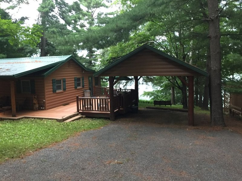 Get away from it all and relax on the lake!, vacation rental in Luck