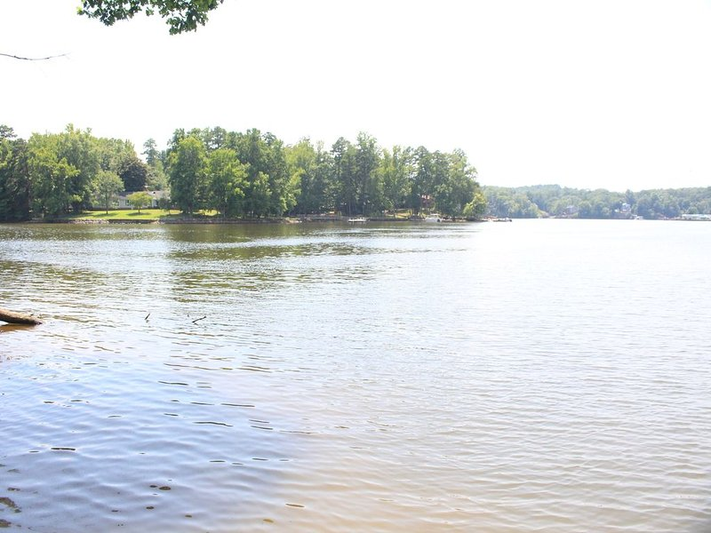 High Rock Lake Vacation Home.Great Peaceful Lakefront Views, Come enjoy the Lake, vacation rental in Gold Hill