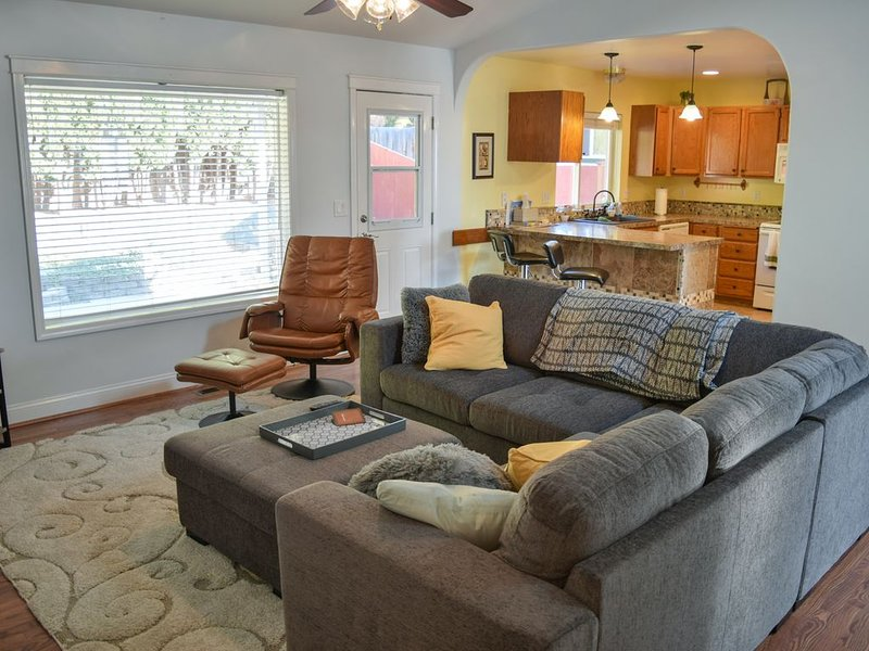 Near downtown, family-friendly, house with 3 bedrooms 2 full baths, sleeps 8., vacation rental in Moxee
