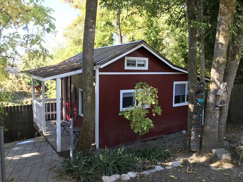 Ash Creek Tiny Home..., holiday rental in Monmouth