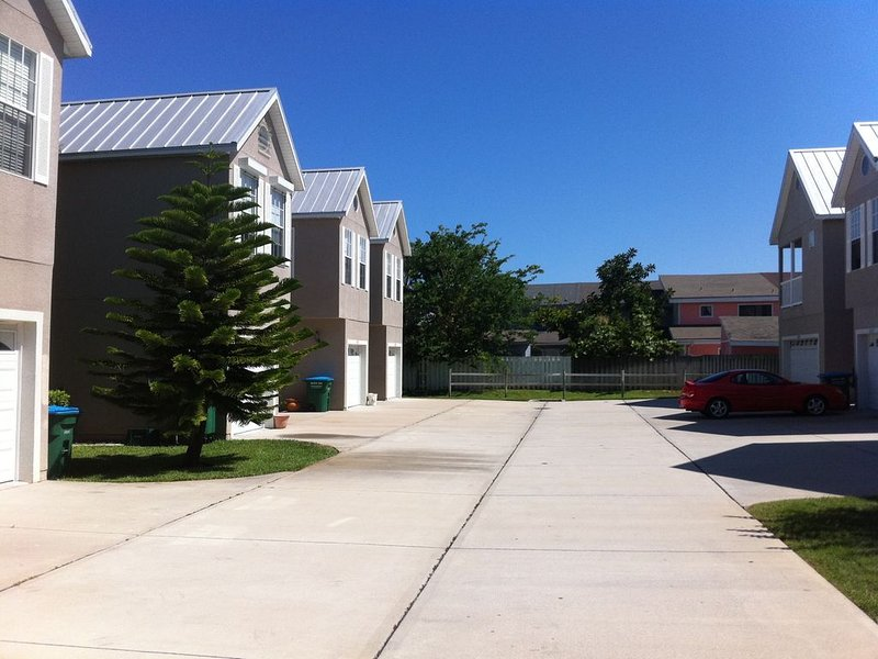 Modern townhouse with private beach access to Cape Canaveral/Cocoa Beach, vacation rental in Port Canaveral