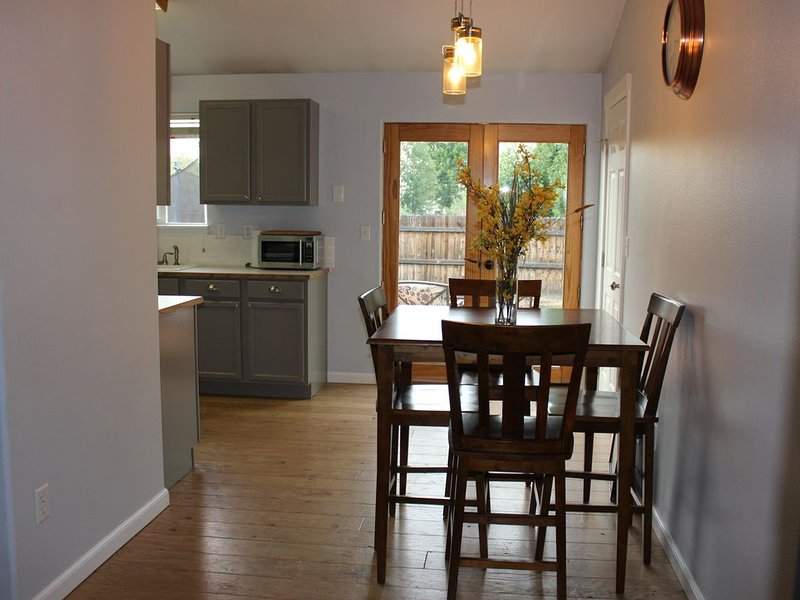 The Lava House * Enjoy the Outdoors in Central Oregon with us!*, holiday rental in Crooked River Ranch