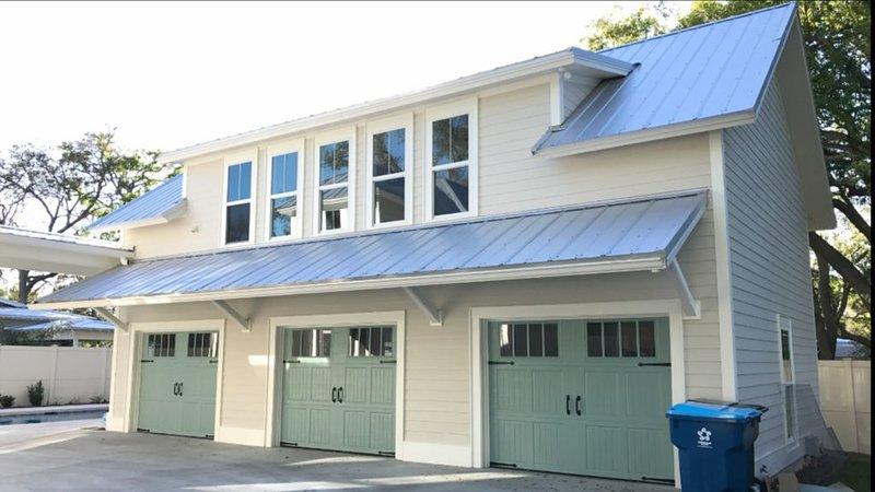 Private pool!!!  Walk to Pier, Village, Ocean... --PERFECT- 2B/1Bath apartment., alquiler de vacaciones en Brunswick