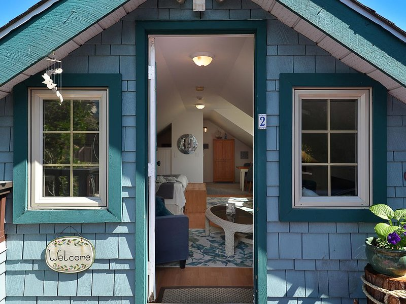 Bright Charming View Suite in Historic Gibsons Landing, holiday rental in Bowen Island