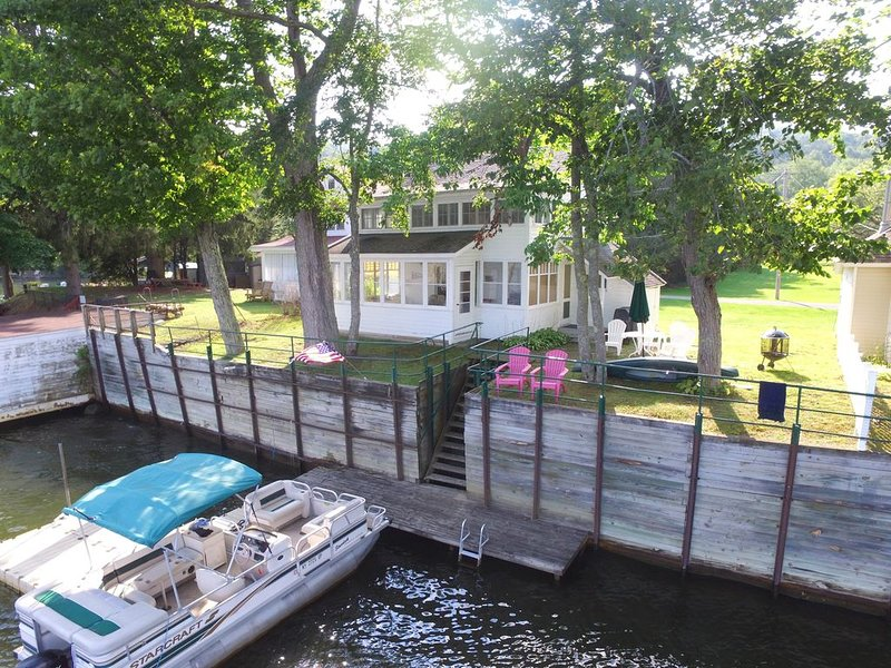 Bayview on Goodyear Lake. Close to Cooperstown Dream Park & All Star Village., holiday rental in Davenport Center