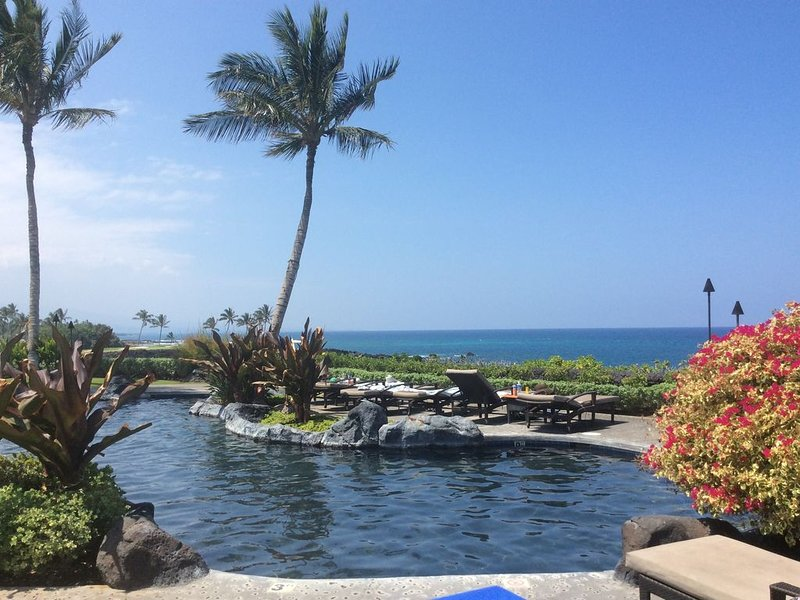 Luxury condo in prestigious Hali'i Kai oceanfront community. Ocean bar and grill, vacation rental in Puako