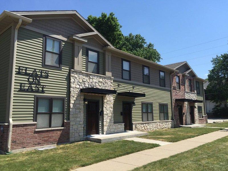 Amazing Value- Spacious Townhouse Unit Walking Distance from DT Bloomington, location de vacances à Bloomington-Normal
