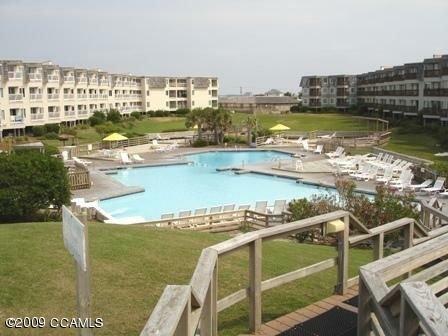 Beach Front Resort w/ 150' Water slide, Free Mini Golf, Indoor Pool, Tennis,more, holiday rental in Morehead City