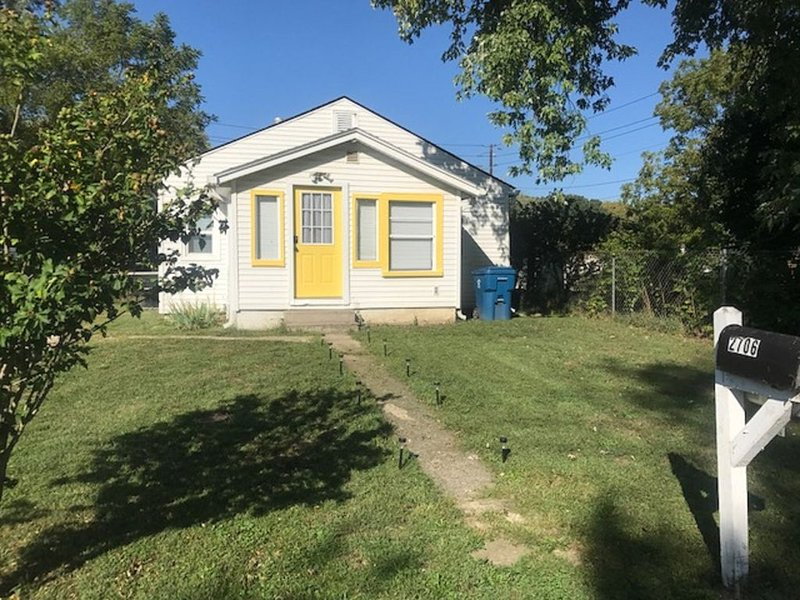 Fully Furnished Cozy house near downtown. Special weekly and monthly rates!, holiday rental in Plainfield