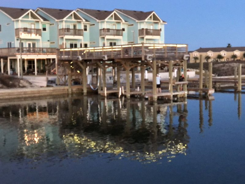 The CLOSEST, PRIVATE, LIT, 50 FT. FISHING PIER to the Gulf of Mex, w boat slips, holiday rental in Corpus Christi