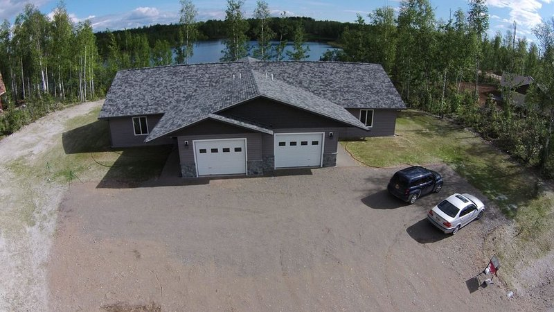 NEW BEAUTIFUL LAKEFRONT PROPERTY, vacation rental in Wasilla