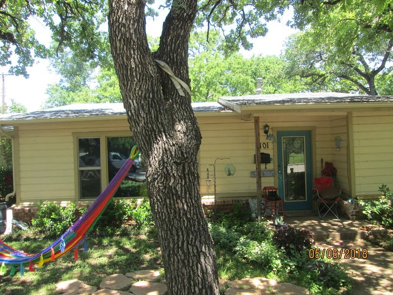 Midcentury Craftsman Ranch, holiday rental in Fort Worth