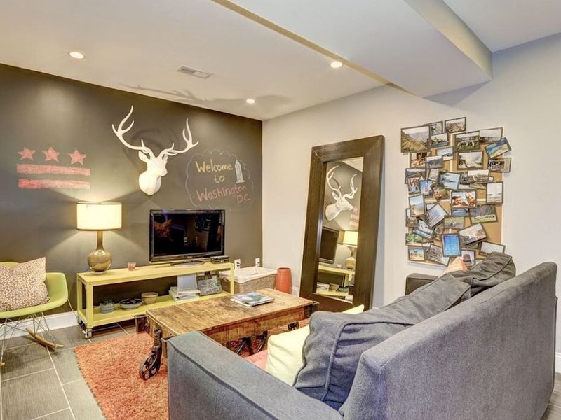 2 bedroom apt - sleeps 6 - close to all that DC offers, vacation rental in Adelphi