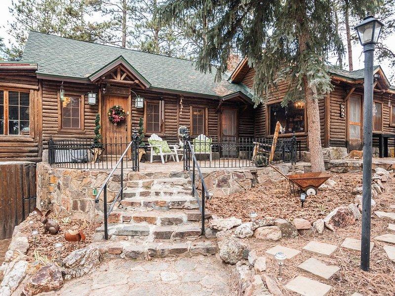 ★Log Haven Lodge★Red Rocks★Game Room★Easy Denver Access★, holiday rental in Morrison