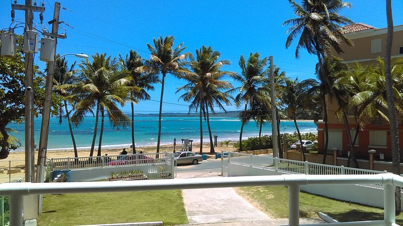 AMAZING BEACHFRONT PARADISE IN LUQUILLO BEACH ONE OF THE BEST IN THE ISLAND., holiday rental in Luquillo