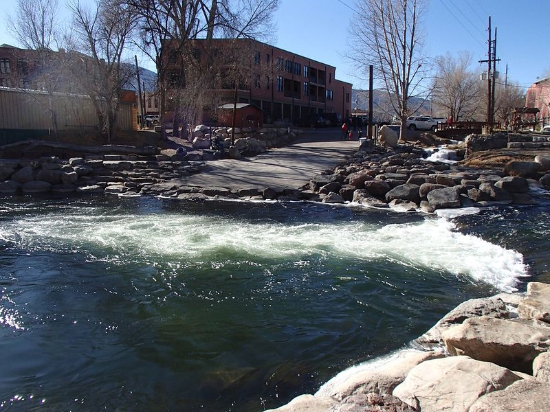 The Boat Launch * River Lofts, vacation rental in Salida