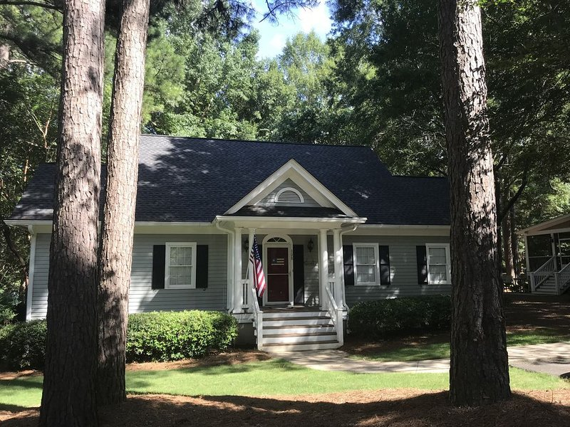Safe and Serene - Great Waters -Reynolds - Lake View - Two Masters on the Main, vacation rental in Eatonton