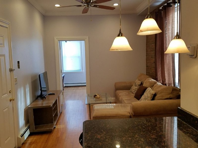 SUMMIT HOUSE BEST FOR NYC TRAVELER, holiday rental in Jersey City
