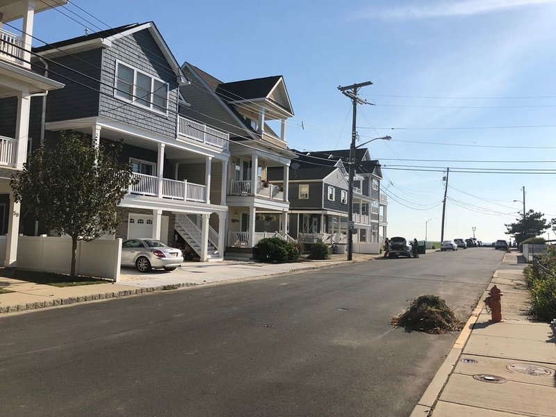 Brand new 2BR apartment steps from the beach �, vacation rental in Highlands
