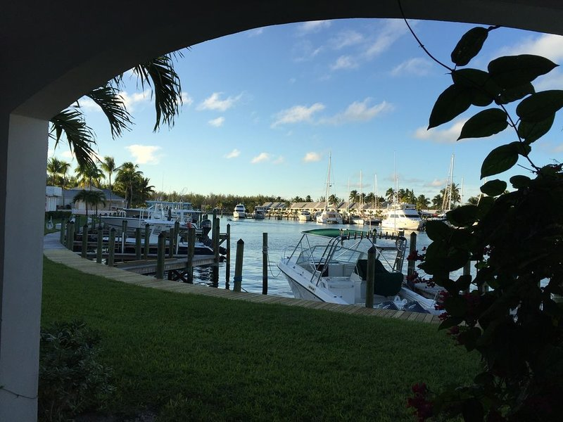 Marina view condo with a boatslip, vacation rental in Great Abaco Island