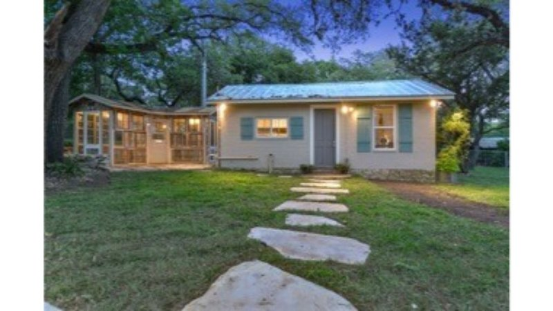 Cozy Studio Cottage - Near Floores Country Store, SeaWorld and Fiesta Texas, holiday rental in Helotes