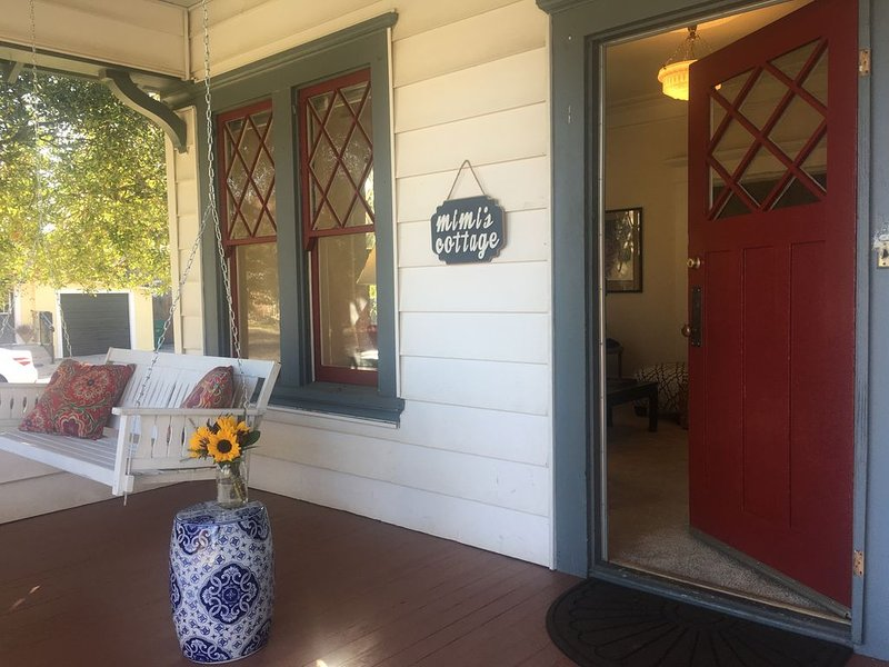 Mimi's Downtown Cottage, holiday rental in Lodi