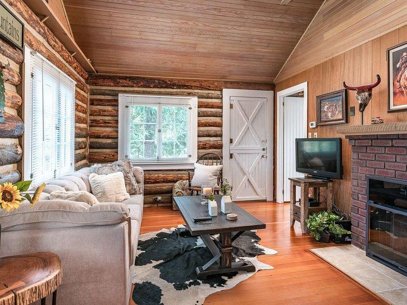 Wine Gazebo-Pikes Peak ♥ Mountain Log Cabin for 2, aluguéis de temporada em Chipita Park
