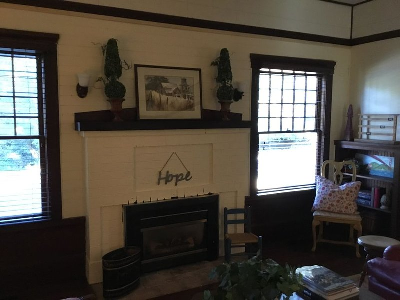 Historic Cottage in Wine Country, holiday rental in Green Valley