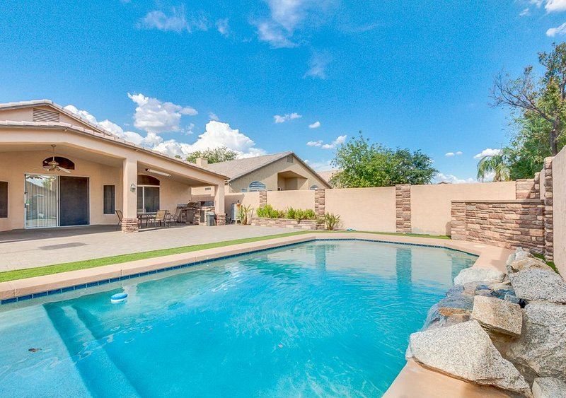 Beautiful and Spacious! 4 bedroom 2 bathroom / Private Diving Pool, vacation rental in Paradise Valley
