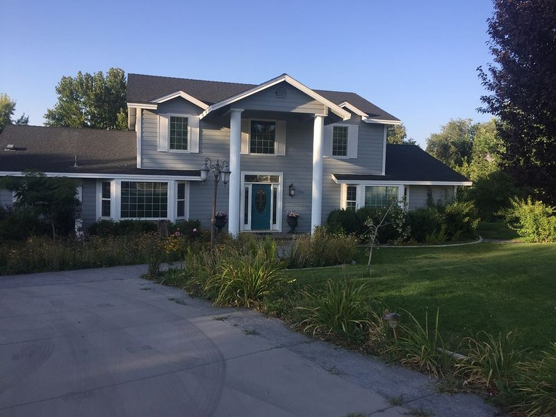 Are you looking to purchase a VRBO vacation rental?  This property is available., holiday rental in Reno