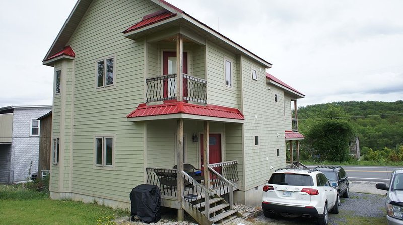 Rent for a month or longer, Brilliant 2BR 2.5BA Townhome in Davis, WV, holiday rental in Davis