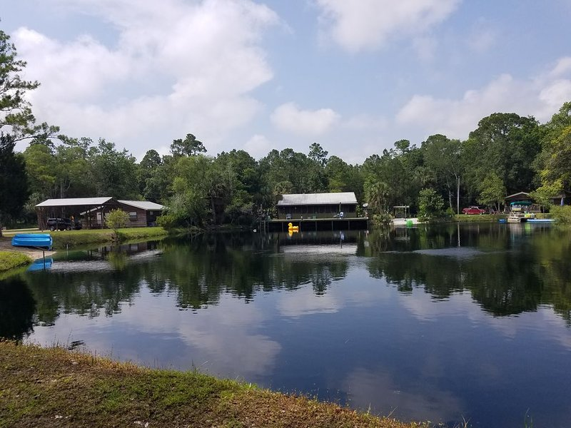 2 home paradise, private 5-star retreat with awesome lake for FUN, and parties!!, holiday rental in Salem