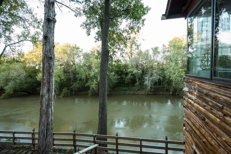 Riverside Cabin | Mammoth Cave | Bowling Green, Kentucky | Corvette Museum, holiday rental in Alvaton