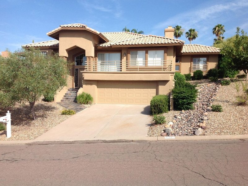 Beautiful Custom Built Fountain Hills Home at its BEST!!, alquiler de vacaciones en Fountain Hills