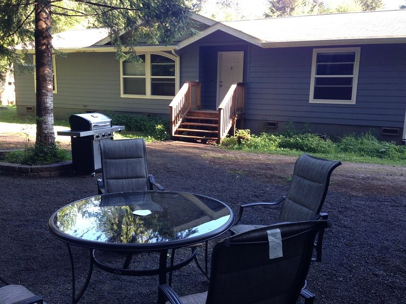 Private and isolated - Sol Duc Riverside- 2 king/ 2 bath- adjacent to NFS trails, alquiler vacacional en Beaver
